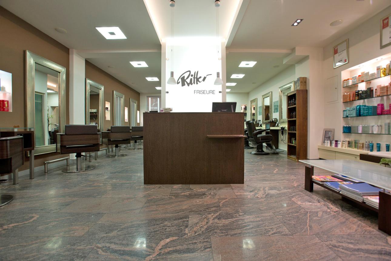 Ritter Friseure: Eingangsbereich Salon