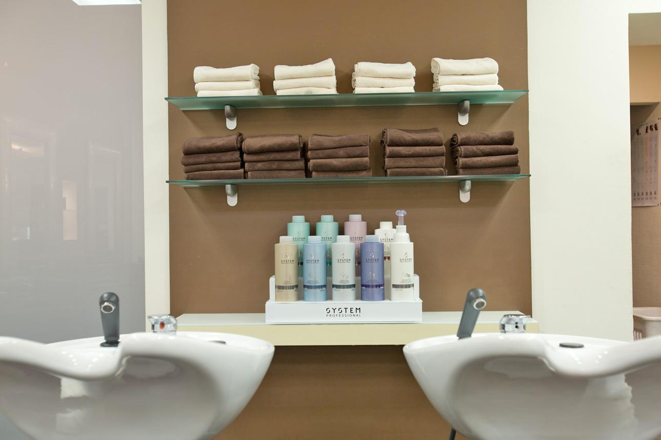 Ritter Friseure: Waschplätze Salon